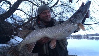 Рыбалка на Москве реке ВЕСНОЙ! Джиг и ловля судака на ВОБЛЕРЫ ночью! СПИННИНГ ВЕСНОЙ! ЩУКА, СУДАК!