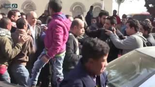 مصر العربية | الزحام الشديد يمنع معتز الدمرداش من اللحاق بجثمان والدته