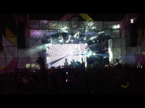 MADEON play Metronomy - The Look (Camo & Krooked Remix) at GGK 2013