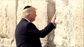 Trump besøger Grædemuren og gør sig selv historisk - DR Nyheder thumbnail