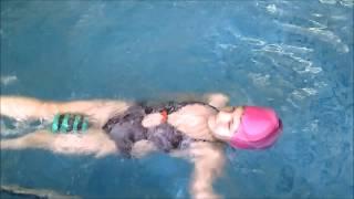 Кроль на спине, занятия с детьми в бассейне(В видео представлено одно из занятий во время изучения кроля на спине. Приятного просмотра!, 2014-12-14T18:17:10.000Z)