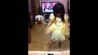 Cutie little girl..who really love to dance(=^_^=)