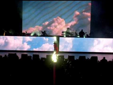 "Kanye West Into Live ""Touch the Sky"" @ the gibson amphitheater 12/09/08"