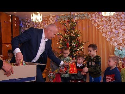 Народний депутат України Віктор Медведчук пригостив закарпатців солодощами