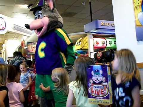 Chuck E Cheese Dancing To Some Cheesy Music YouTube