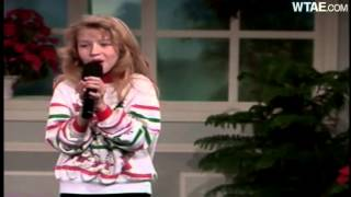 Baixar Christina Aguilera singing Silent Night at WTAE in 1991