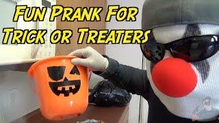 Trick or Treat Basket Prank- HOW TO PRANK (Halloween Pranks)