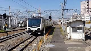 長野駅を出発するJR東日本、HB-E300系気動車・リゾートビューふるさと