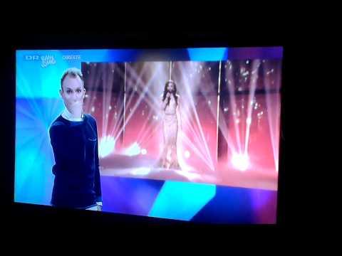 Conchita Wurst performance in sign language