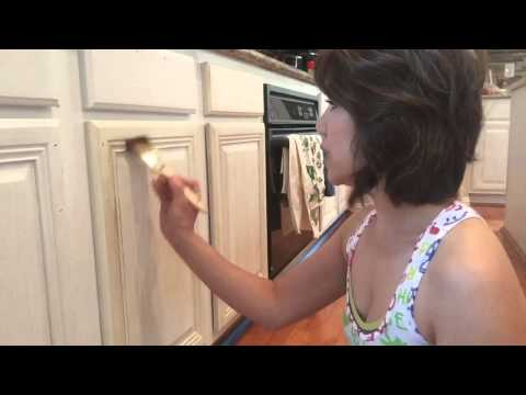 amy-howard-kitchen-makeover----how-to-paint-and-distress-kitchen-cabinets