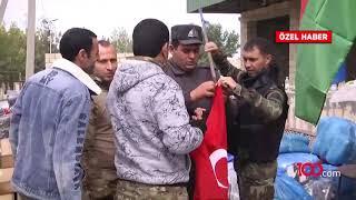 Her Azerbaycan bayrağının yanına bir de Türk bayrağı asıyorlar