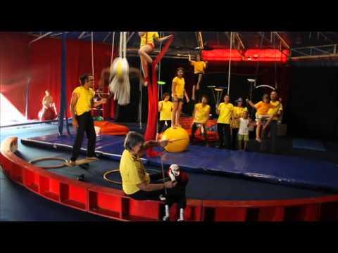 Blois ecole blaisoise du cirque porte ouverte 2012 youtube - Cirque electrique porte des lilas programme ...