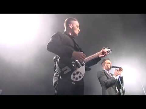 hurts-live-@-dot-to-dot---evelyn