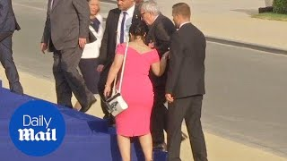 Jean-Claude Juncker stumbles and is helped by leaders at NATO gala thumbnail