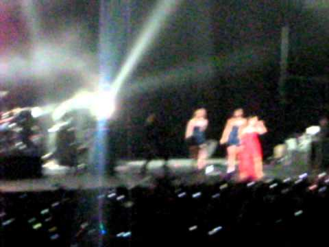 Naturally - Selena Gomez en Chile (03-02-11)