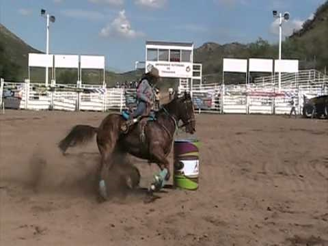 PELIGROSO GOLPE EN LA CASETA ANDREA GONZALEZ CARRERA BARRILES www.caballo.tv