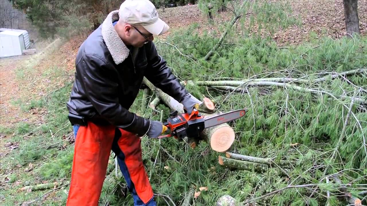 how to work a chainsaw