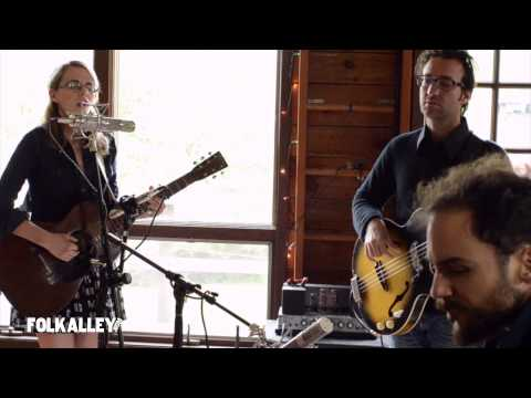 """Folk Alley Sessions: Aoife O'Donovan - """"Red & White & Blue & Gold"""""""