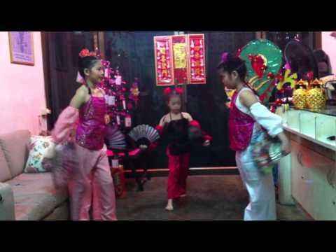 Dance Chiness New Year 2013 恭喜发财 ตรุษจีนหมวยน้อย