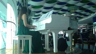 Piano Player at The Burj Al Arab during Lunch