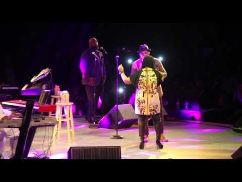 Eric Roberson & Lalah Hathaway - Dealing (Live)