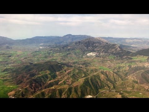 Approaching and landing in Malaga, Spain - in 4K
