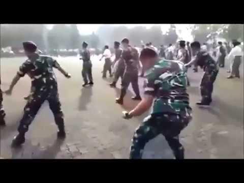 БУЙ БУЙ ... Вот это танец солдата! Смотрю который раз и смотреть хочется.Балдеж!