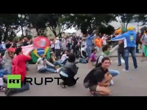 Brazil: Police fire rubber bullets at striking teachers