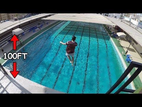 لاول مره بحياته نط من علو 100 قدم على المسبح !