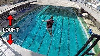 لاول مره بحياته نط من علو 100 قدم على المسبح!