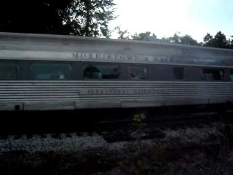 "Fallen Flags: Maine Eastern Railroad FL9 ""Streamliner""  in Brunswick (no music)"