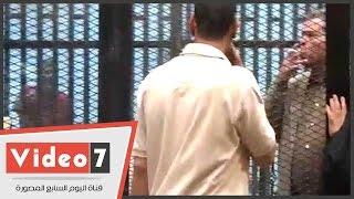 بالفيديو والصور..فى قضية إهانة القضاة.. مرسى يستقبل عكاشة بـ