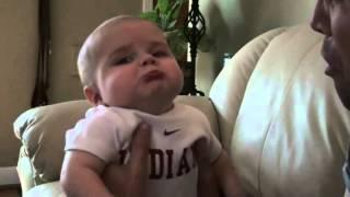 Папа плачет, ребенок в глубочайшем огорчении