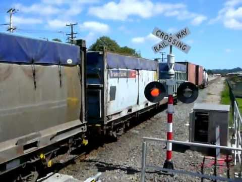 Train 125 at Ranui New Station Worksite