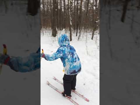 Лыжи промысловые «тайга» применяются в зимнее время для передвижения по снегу охотников, рыбаков, туристов, геологоразведочных групп, нефтяников, газовиков, энергетиков. Промысловые лыжи изготовлены из лиственных пород деревьев (береза, осина) согласно гост 17043-90 и по технологии.