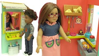 Video American Girl Doll Works At Big Fruit Stand Playset & Makes Food For Customers + Blind Bags download MP3, 3GP, MP4, WEBM, AVI, FLV Juni 2017