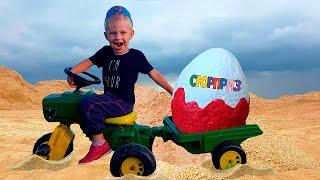 Малыш на Тракторе везет в прицепе Огромное Яйцо с сюрпризом