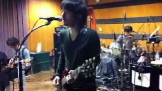 """TRICERATOPS """"WINTER 2011""""のツアーリハーサル。「赤いゴーカート」の練..."""