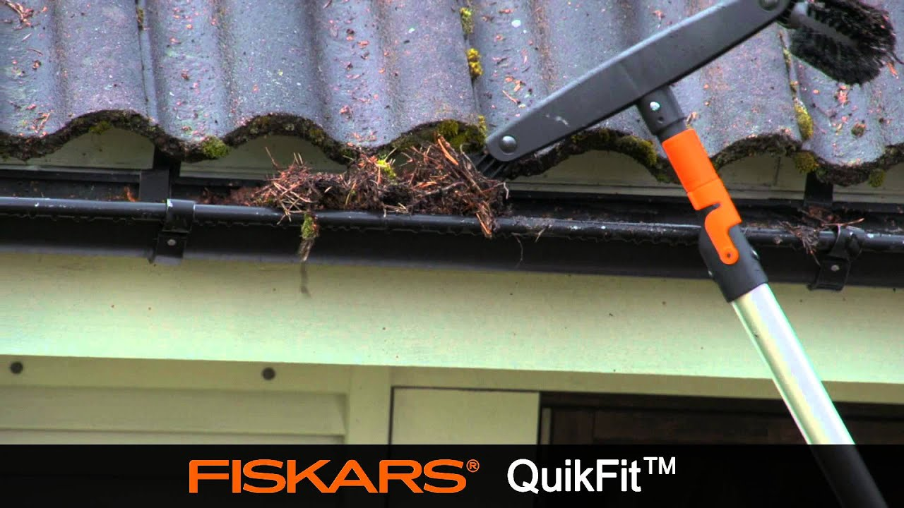 Fiskars Quikfit Gutter Cleaner 135542 Youtube