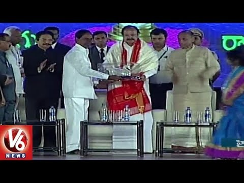 CM KCR Felicitate Vice President Vekaiah Naidu At World Telugu Conference | V6 News