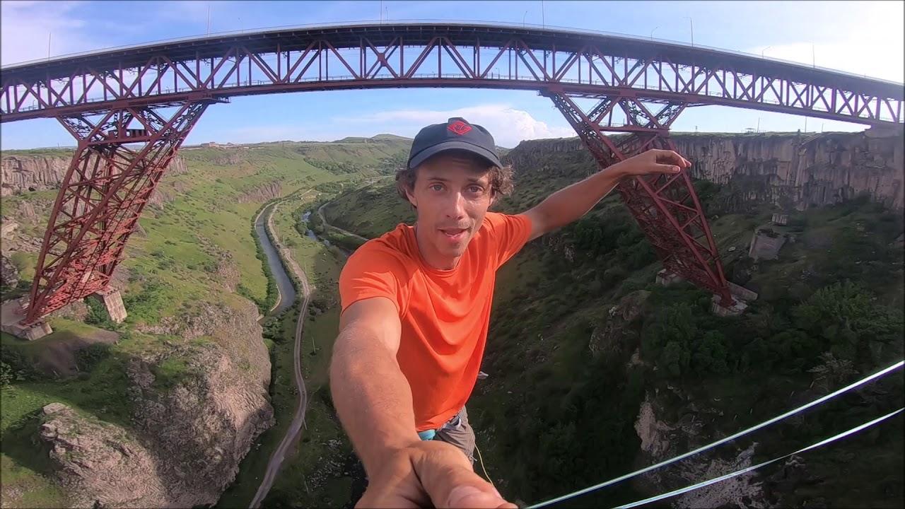 סלפי מפחיד מאד: צילם את עצמו הולך על חבל בגובה 150 מטר I צפו