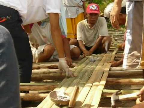 Building a native hut (Pt 2) in Malinao, Garcia-Hernandez, Bohol, Philippines