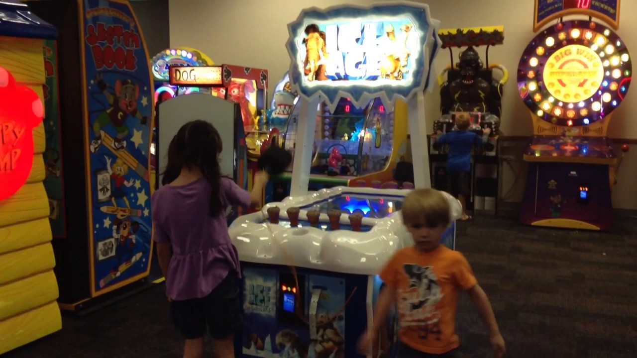 INSIDE CHUCK E CHEESE INDOR GAME-ROOM FOR KIDS Playing At ...