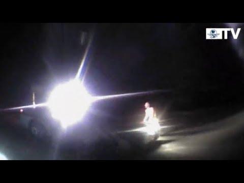 Hombre desnudo roba patrulla a policía en Nuevo México