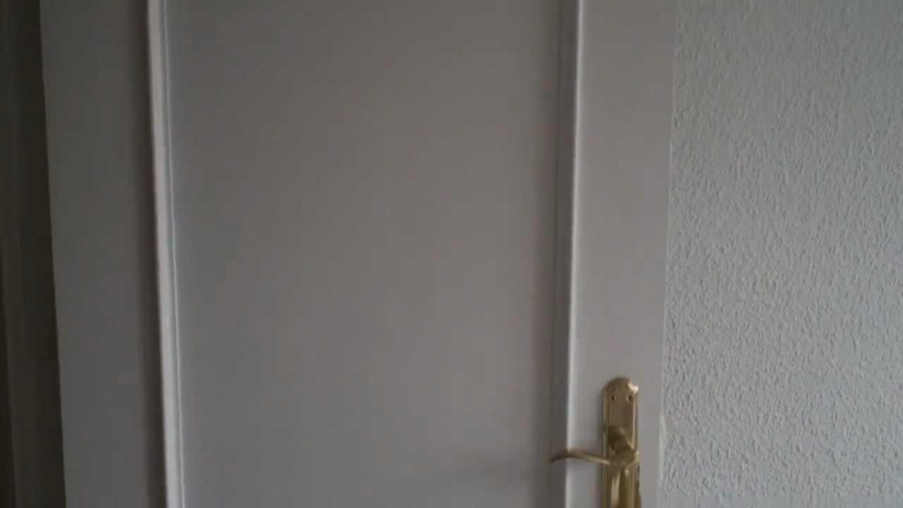 C mo pintar una puerta youtube for Pintar puertas de blanco en casa