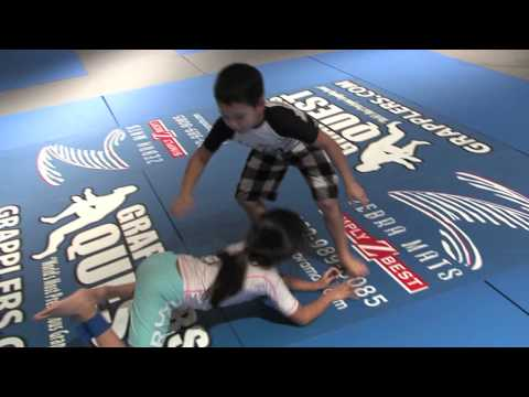 Girl vs. Boy Tiana Tovia Rod BJJTapout vs. Benjamin Castaneda AKA Match at 2009 Grapplers Quest