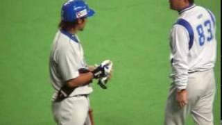 2006年9月札幌ドームにて、まるごとナカジ(西武ライオンズ)