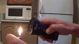 Сила ультразвука отпугиватель для собак проверяем работу при помощи зажигалки.