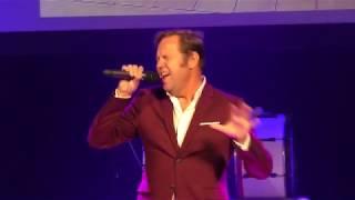 Fred Omvlee zingt Wooden Heart/Muss I denn, In the Ghetto en If I can Dream - Bikkelsgala Kampen