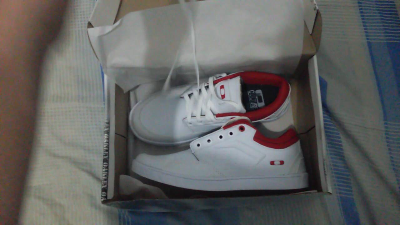 Unboxing Tênis Oakley Bigspin Branco e Vermelho ATACADO BARATO - YouTube 23a7a7450ff